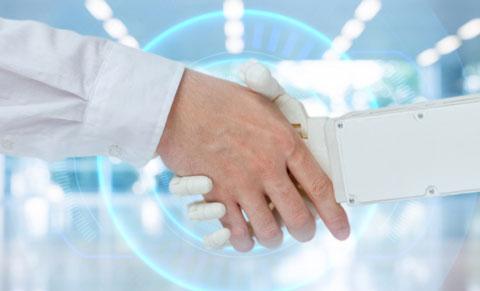 ロボットと握手する人